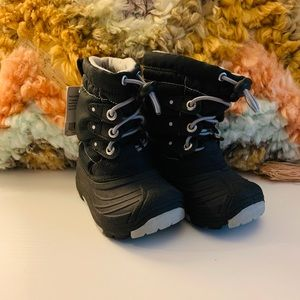 CHEROKEE TODDLER BLACK SNOW BOOTS!